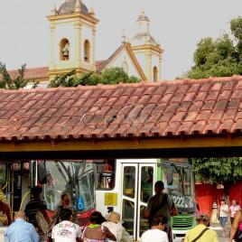 Ponto de ônibus no centro de Manaus