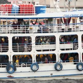 Barca de passageiros no Porto de Manaus
