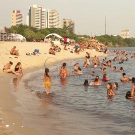 Banhistas na Praia de Ponta Negra