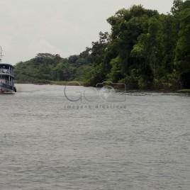 Barcas às margens do Rio Negro