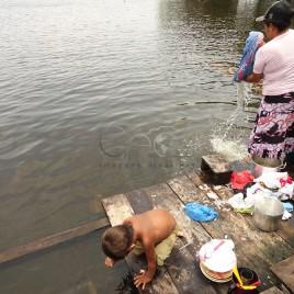 Comunidade ribeirinha da Amazônia