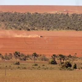 Área sendo arada para cultivo de Soja