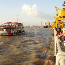 Embarcação com Porto de Belém