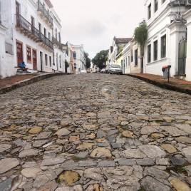 Rua de paralelepípedo