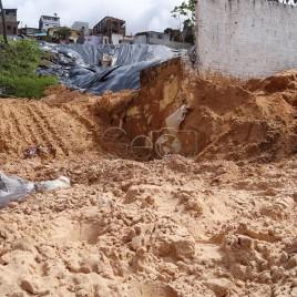 Área atingida por deslizamento de terra