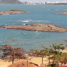 Praia com cidade ao fundo – Guarapari (ES)