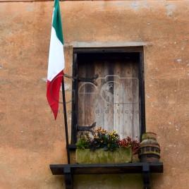 Casa com bandeira da Itália na janela