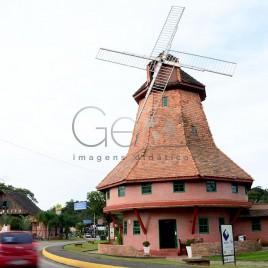 Moinho na entrada de Joinville (SC)