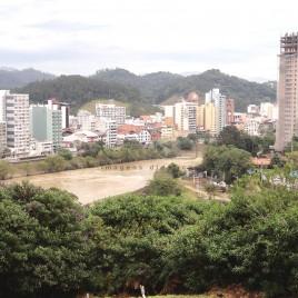 Rio Itajaí-Açu cortando Blumenau (SC)