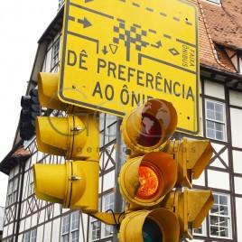Placa e Semáforo de sinalização – (SC)