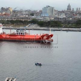 Navio com Havana ao fundo