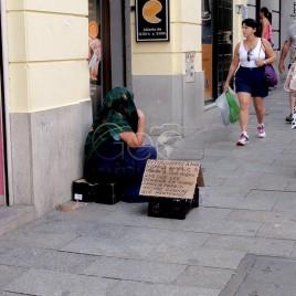 Pedinte nas ruas de Madrid (Espanha)