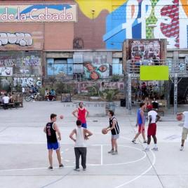 Jovens jogam basquete – Madrid (Espanha)