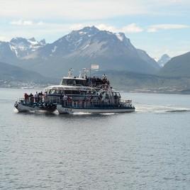 Barco com Turistas