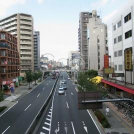 Avenida com pouco movimento