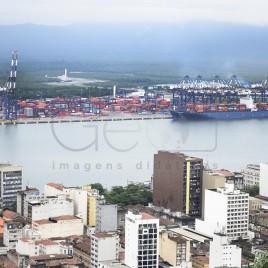 Navio atracado no Porto de Santos (SP)