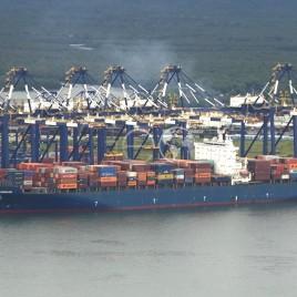 Porto de Santos – Containeres em Navio