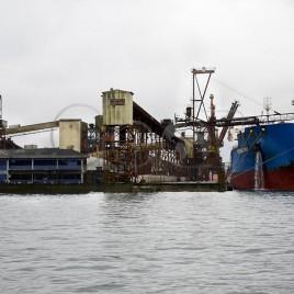 Navio atracado  – Porto de Santos