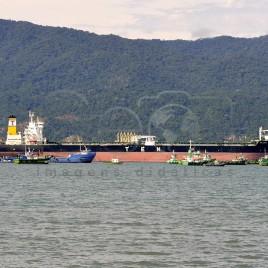 Navio atracado no Porto de São Sebastião