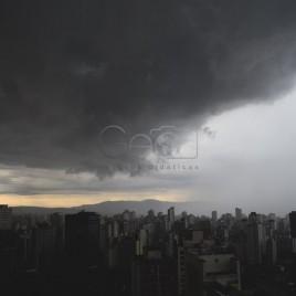 Nuvens de Tempestade e Chuva