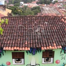 Telhado em Olinda e Recife ao fundo