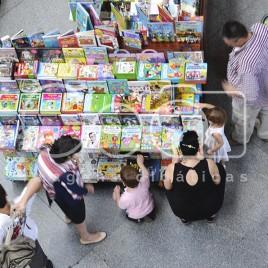 Banca de Livros em Estação de Trem, ESP