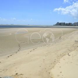 Praia em Maré baixa – São Luís (MA)