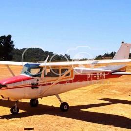 Pequeno avião monomotor (MG)