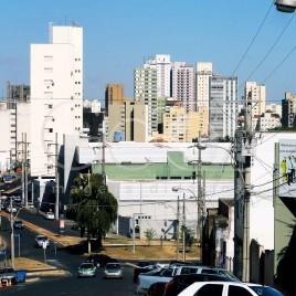 Rua e prédios, Uberaba (MG)