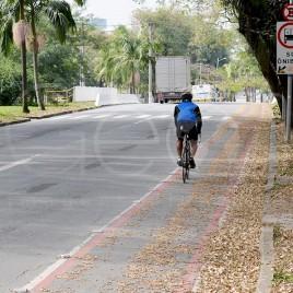 Ciclista em Ciclovia – São Paulo (SP)