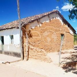 Casa com tijolos aparentes (PI)