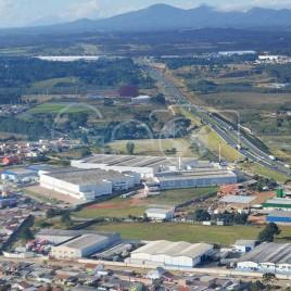 Vista de Galpões e Rodovia (PR)